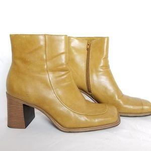 Sz 9.5 - Highlights high heeled tan booties
